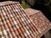 schönes Dach im südländischen Stil in einer Herbstlaubmischung mit hellen Changierungen