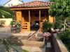 Gartenhaus mit mediterranen Ziegeln aus Italien gedeckt