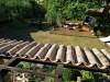 waehrend der Verarbeitung der Halbschalen auf dem Dach