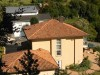 Vogelperspektive auf eine schöne Villa mit Periferiegebäude