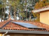 Solaranlage auf einem Dach mit mediterranen Dachziegeln
