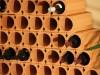 Einzelne Tonröhren die ideal für Weinlagerung geeignet sind