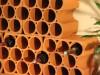 Nahaufnahme eines Weinregals aus Weinlagersteinen für 9 Flaschen
