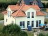 Einfamilienhaus im Toskanastil mit bunten Ziegeln und heller Putzfassade