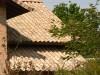 Klinkerfassade mit gescheckten Dachziegeln