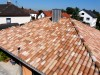 schöne mediterrane Dachfarbe in mehreren Rottönen mit hellen Ziegeln