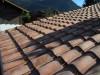 Romanischer Dachziegel mit roter Basis und heller Engobe