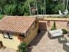Gartenhaus und Gartenmauer in schöner mediterraner Optik