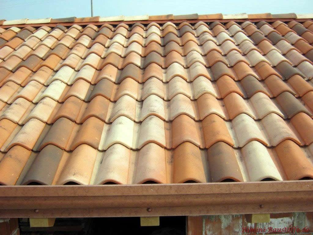 Nahaufnahme des romanischen Dachziegels San Marco Evolution