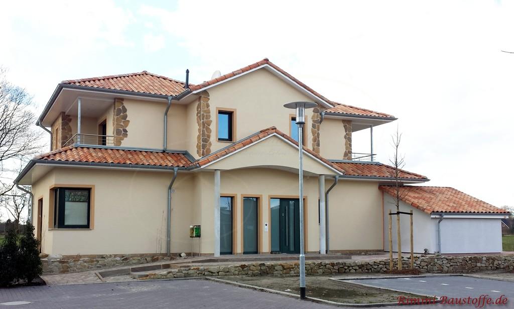 toller mediterraner Gesamteindruck durch kleine Highlights am Haus