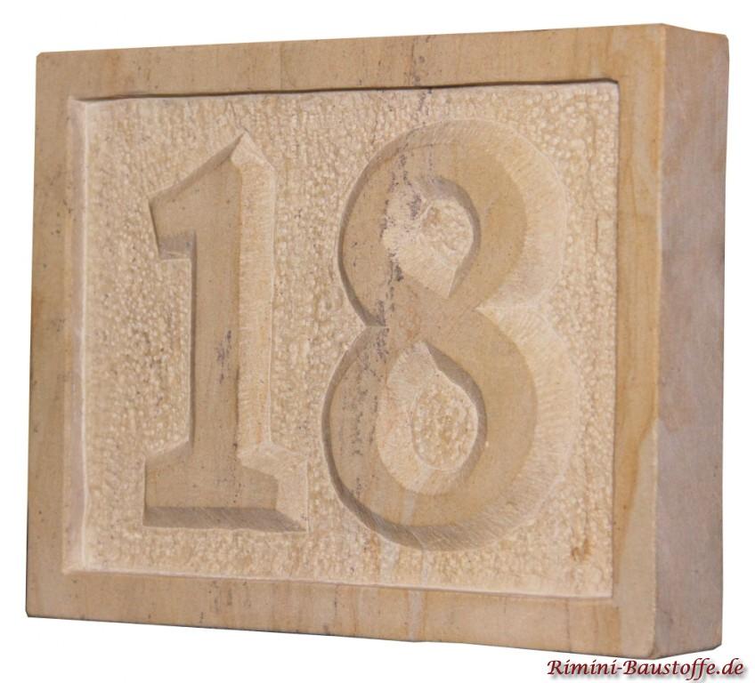 Hausnummer 18 mit Rand