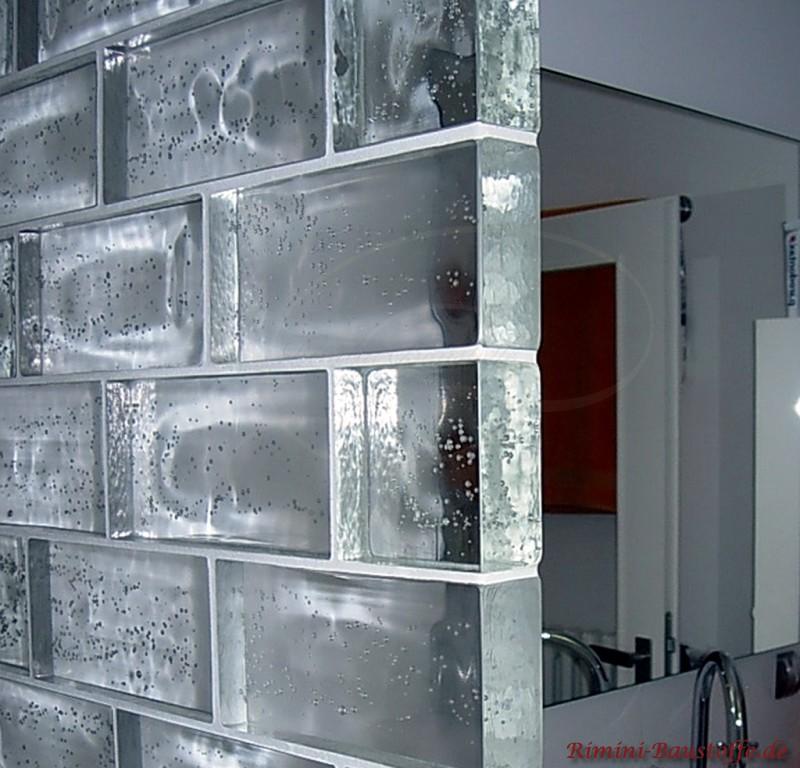 Trennwand im Badezimmer mit Glaselementen