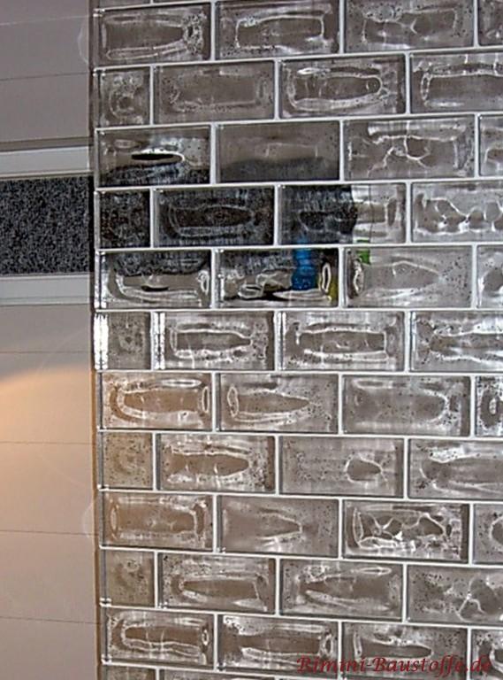 moderne Badezimmergestaltung mit Glaselementen