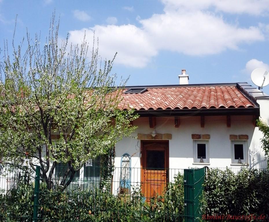 toller mediterraner Dachziegel in verschiedenen Rottönen