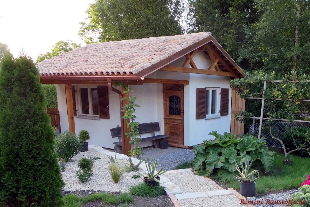 Gartenhaus im rustikalen mediterranen Stil