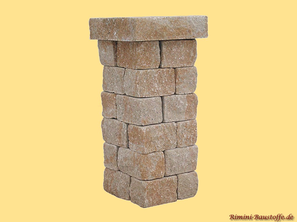 Pfeiler aus Beton in nahezu echter Natursteinoptik in der Farbe sahara
