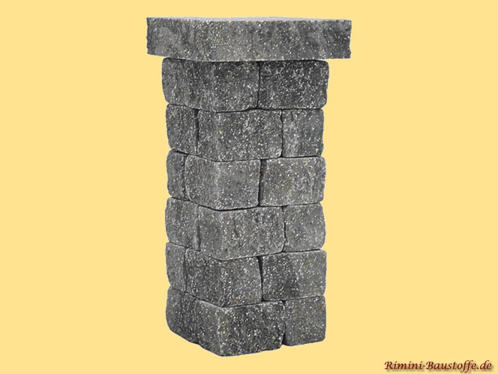 Pfeiler aus Beton in nahezu echter Natursteinoptik in der Farbe granit