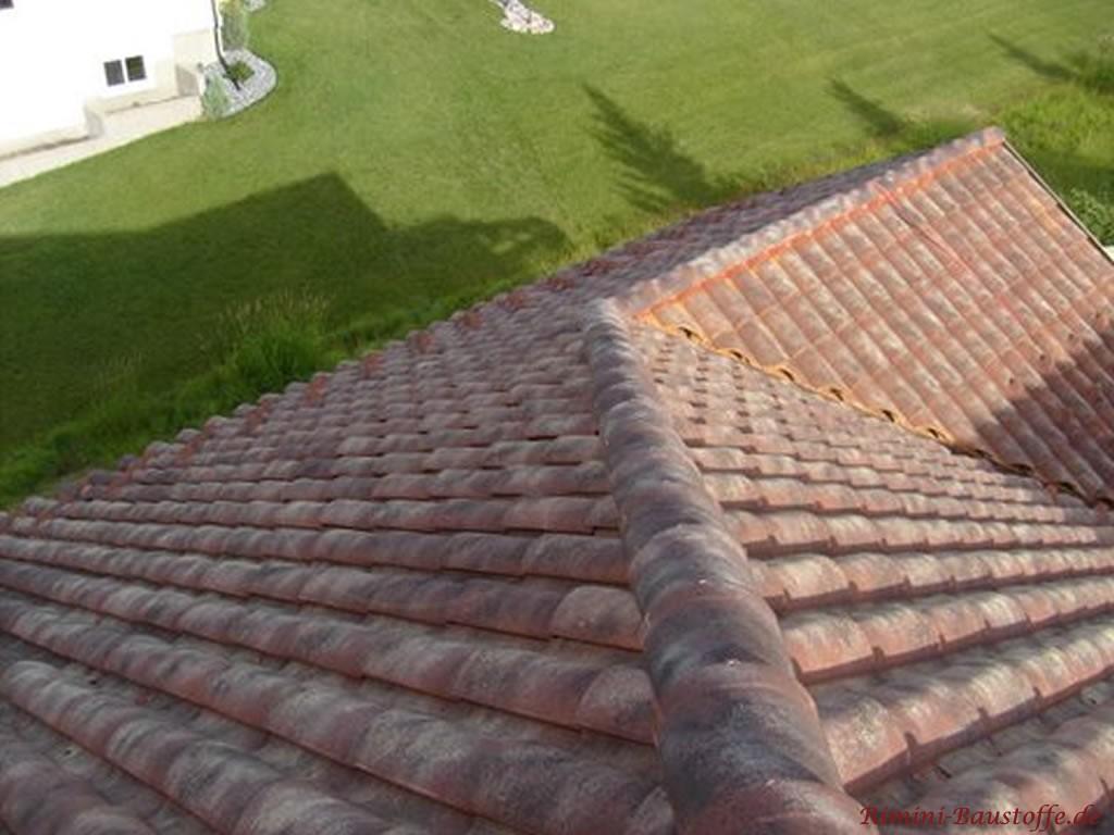 Draufsicht auf einnen Teil des mediterranen Daches