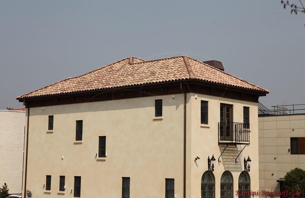 Stadtvilla im mediterranen Stil mit tollen Dachziegeln