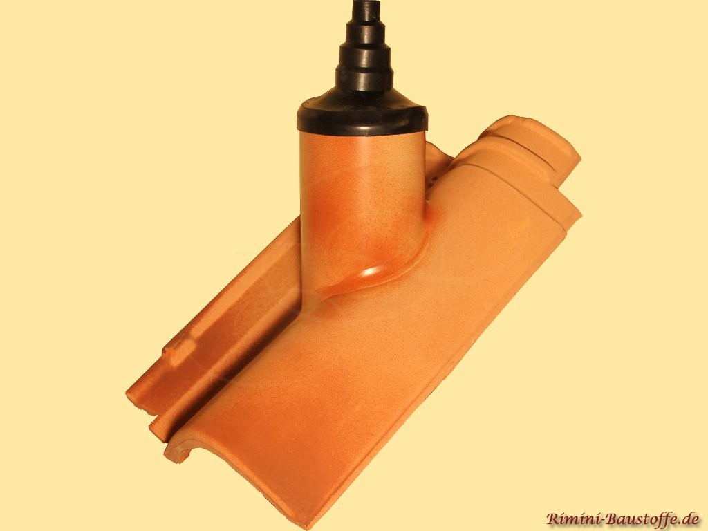 farblich passend angefertigter Antennendurchgangsziegel