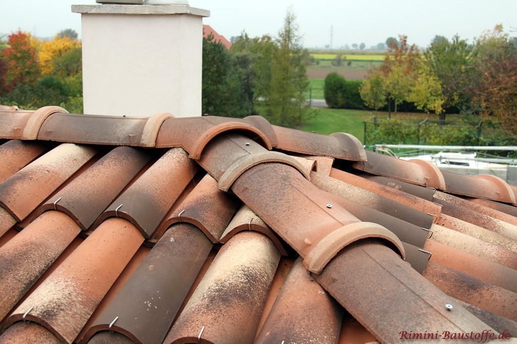 Befestigung von Moench Nonne Halbschalen auf einem Dach