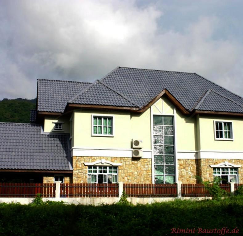 anthrazitfarbener Dachziegel aus Frankreich