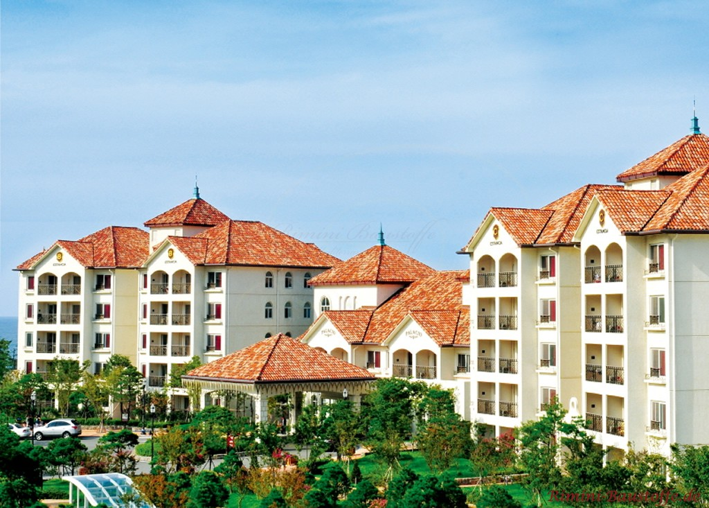 grosse Hotelanlage mediterran gestaltet
