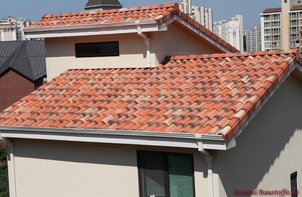 rot changierender Dachziegel aus Frankreich