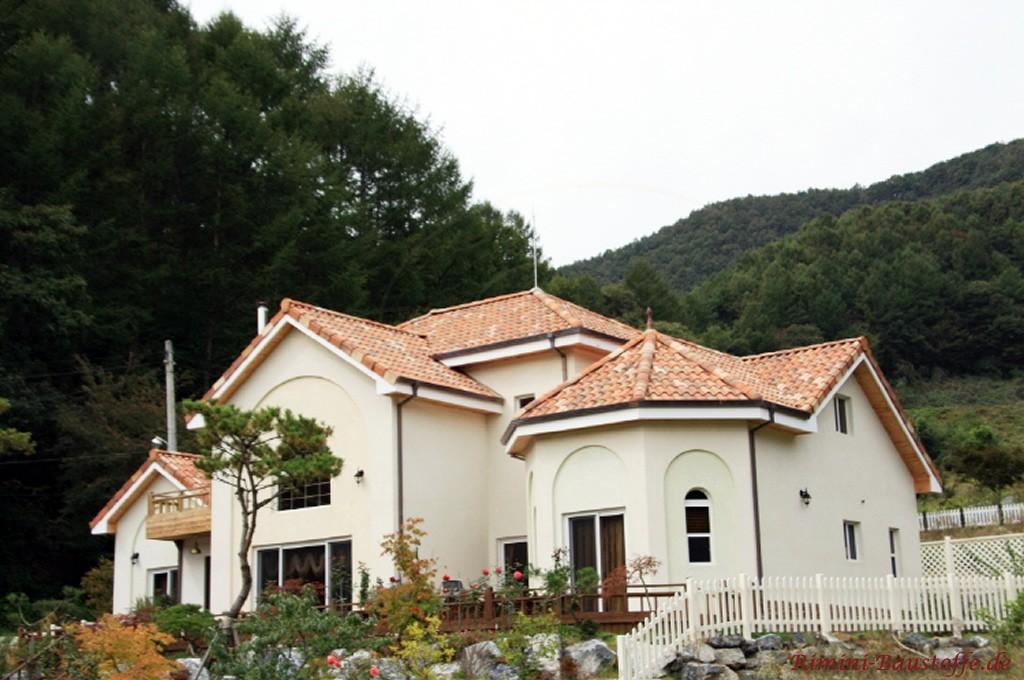 mediterrane Villa mit Putzfassade