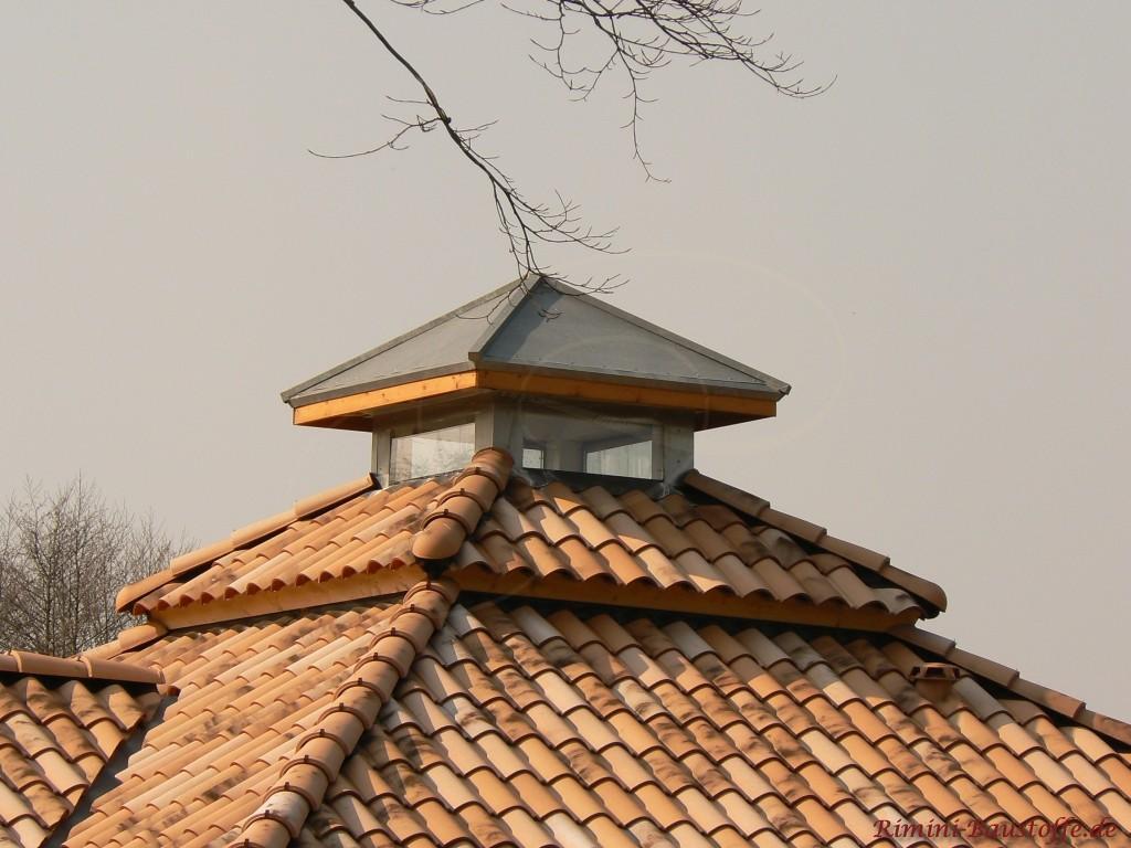 Zeltdach mit glaesernem Abschluss fuer besonderen Lichteinfall