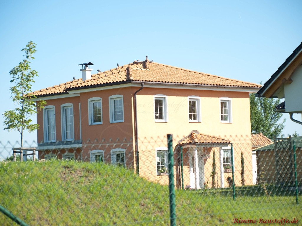 mediterrane Villa mit typischer quadratischer Architektur