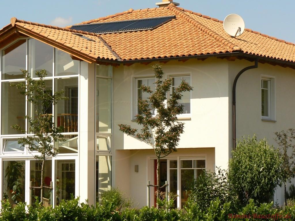 Haus mit grosser Fensterfront