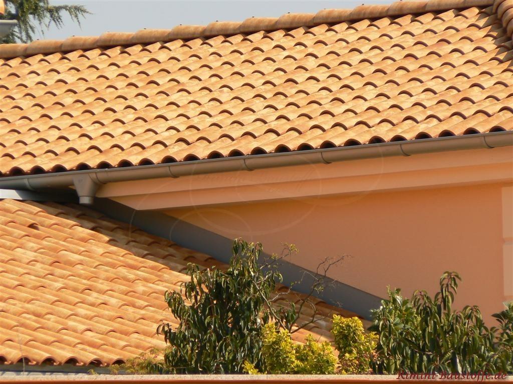 schoener strohgelber Dachziegel