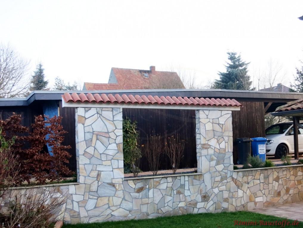 Gartengrenzmauer mit Platten in Natursteinoptik beklebt