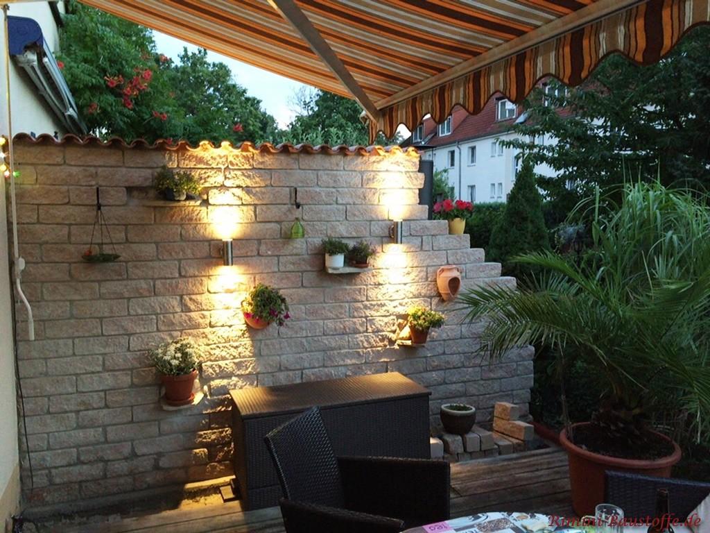 Terrassensichtschutzmauer mediterran gestaltet