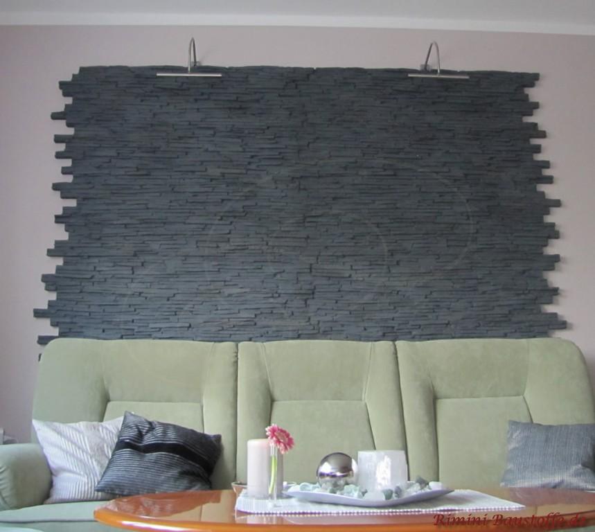 beleuchtete Wand in anthrazitfarbener Natursteinoptik