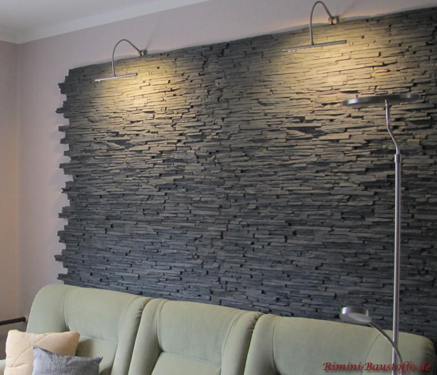 Highlight im Wohnzimmer in dunkler Natursteinoptik