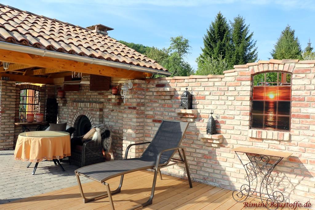 Gartenhaus im mediterranen Stil am eigenen Schwimmteich
