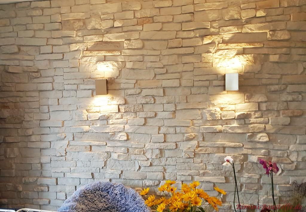 Wohnzimmerwand in grau mit Beleuchtung