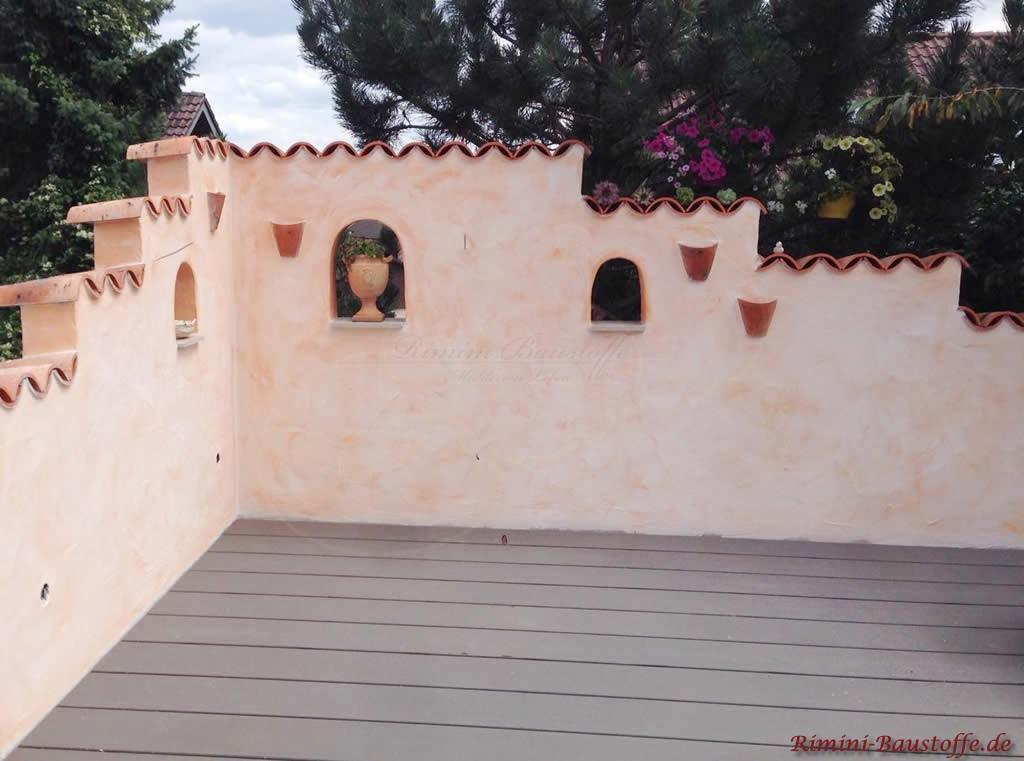 Gartenmauer mit mediterranem Ambiente