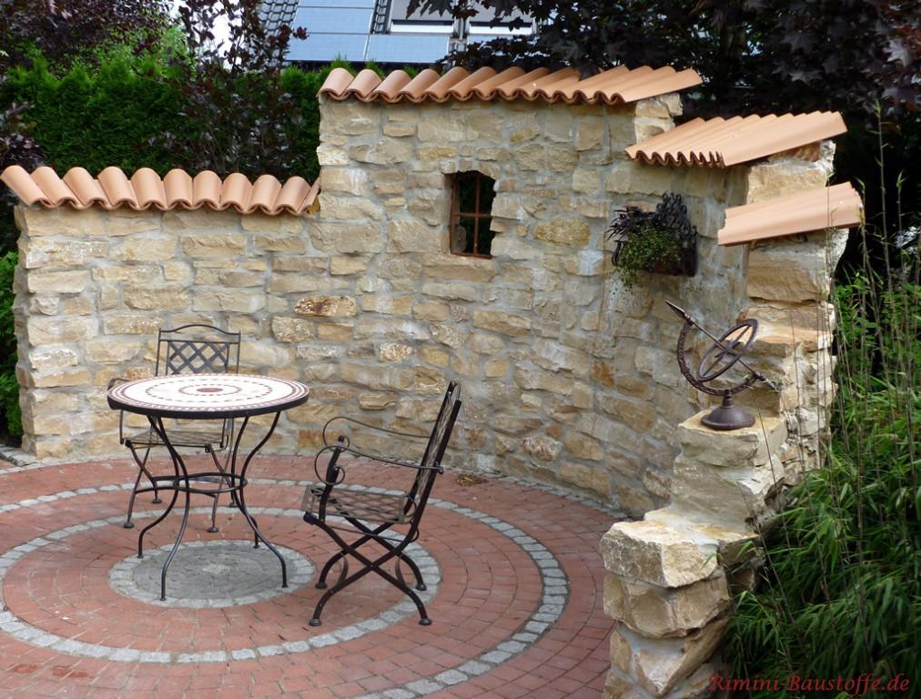 tolle rustikale Natursteinmauer halbrund gemauert