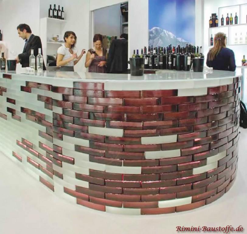 Theke gebaut aus Glasbausteinen