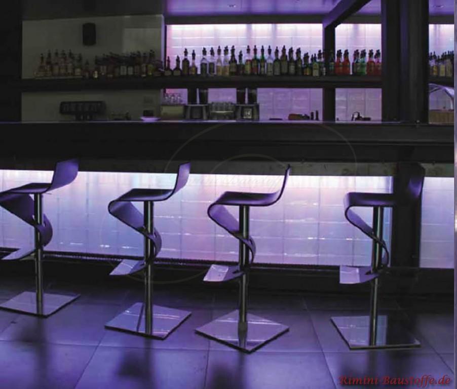 moderne beleuchtete Bar mit Glasbausteinen aus Italien