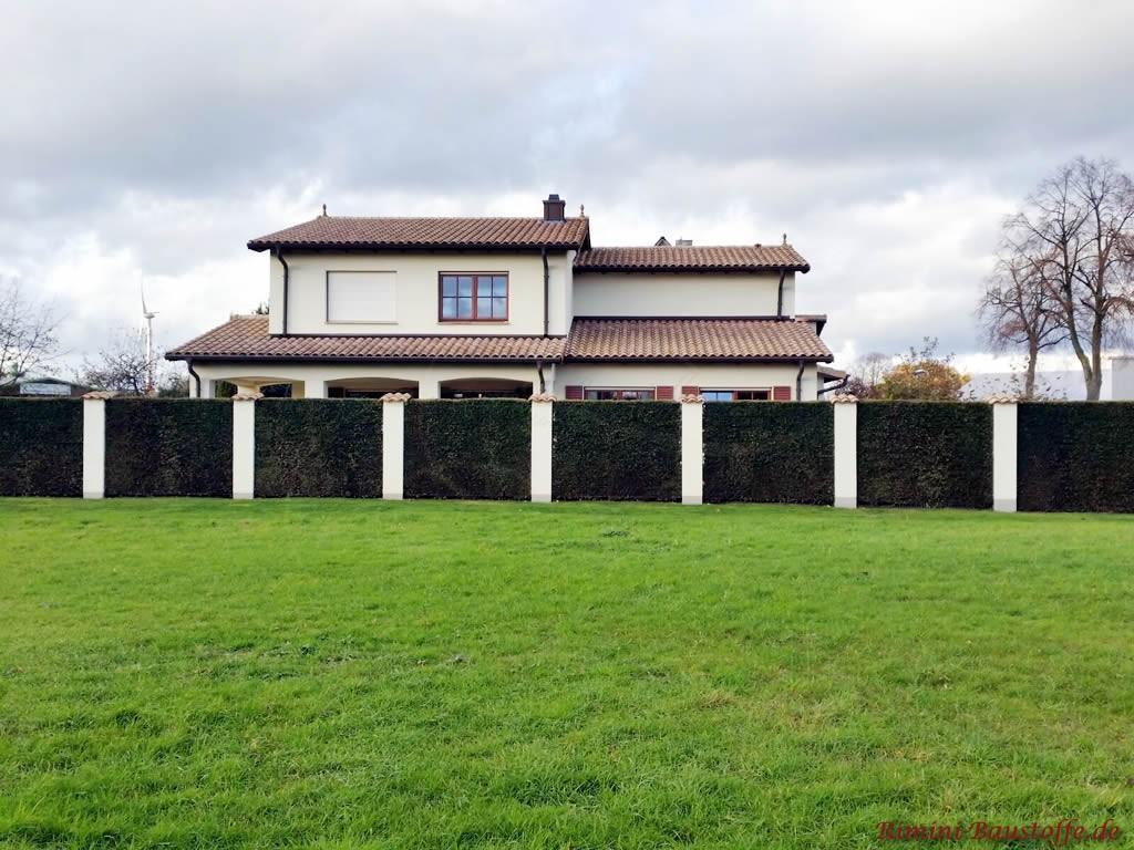 grosse mediterrane Villa mit schoenem Dachziegel
