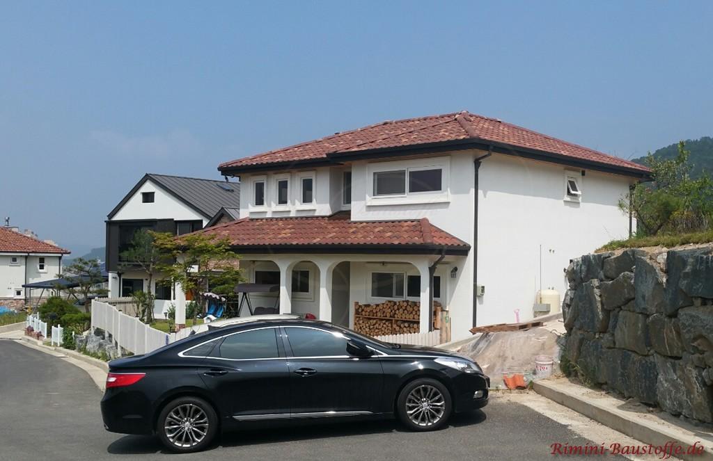 braune romanische Dachziegel mit leichten Changierungen