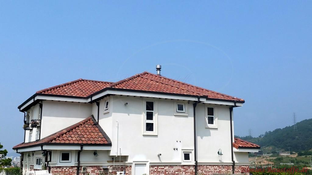 Einfamilienhaus mit halbhoher Klinkerfassade und halbhoher Putzfassade