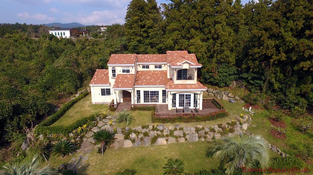 grosse mediterrane Villa mit Sprossenfenster