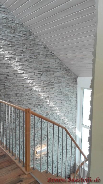 Treppenaufgang in Natursteinoptik