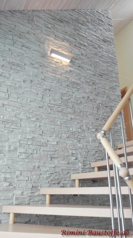 Treppenaufgang modern gestaltet in Natursteindesign