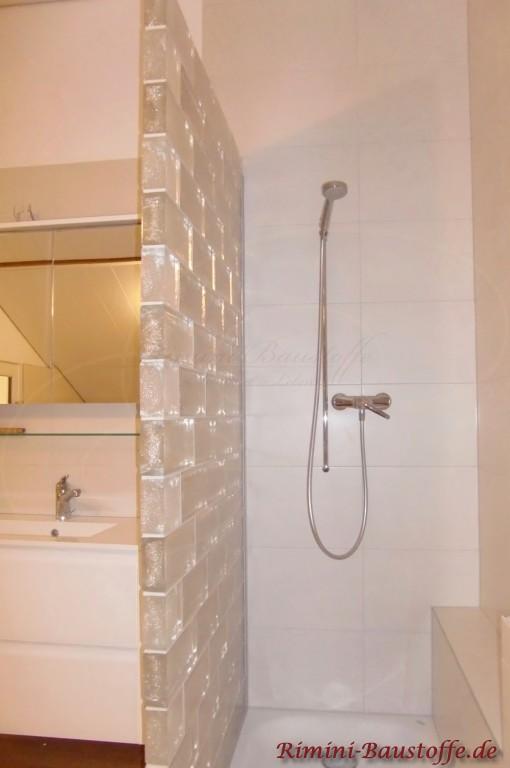 Glaselemente als Duschtrennwand